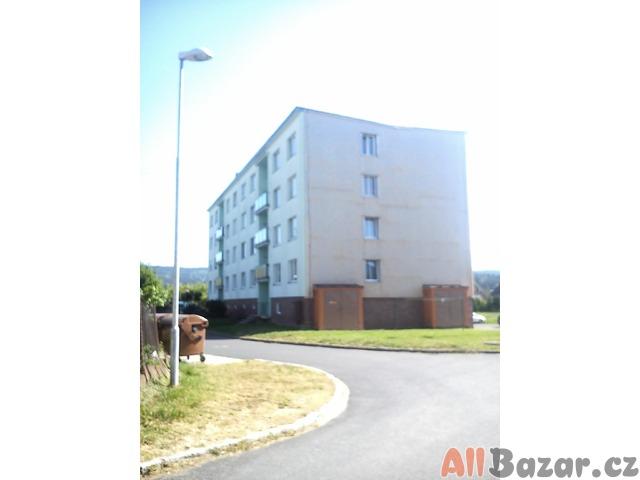 Prodám byt 3+1 (64 m2) s balkonem ve Velké Hleďsebi -1,5 km od Mariánských Lázní