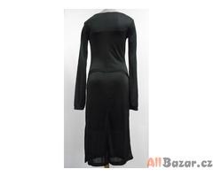 Dámské černé šaty se spodničkou