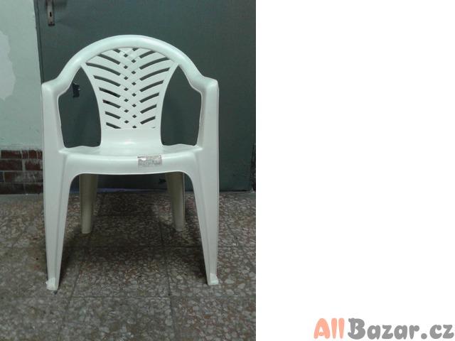 Prodám plastové židle