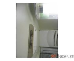 Prosklená lednice LIEBHERR