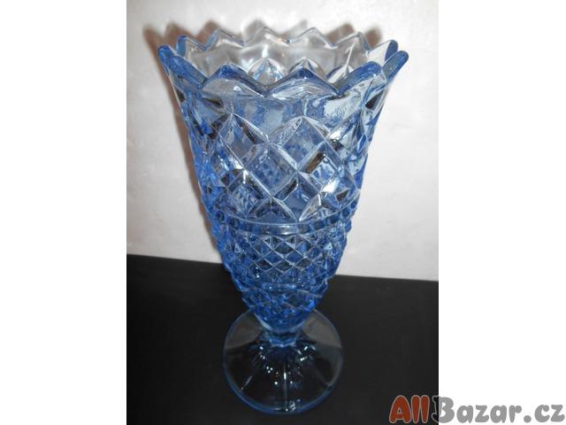 Modrá broušená váza
