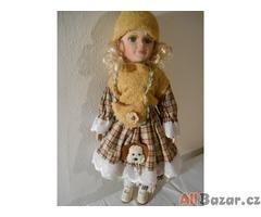 Stará porcelánová panenka s krajkovými šatičkami