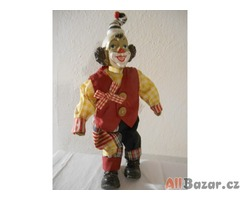 Stará porcelánová panenka – červený klaun