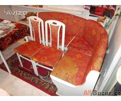 Rohová kuchyňská lavice + 2 židle