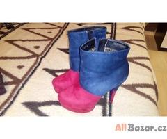 Červeno modré boty na podpatku