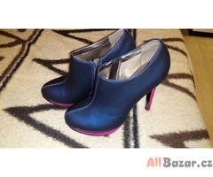 Růžovo modré boty