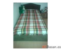 daruji postel s matraci a roštem