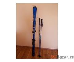 Prodej carvingových lyží Atomic (160 cm), s novým vázáním Look, hůlkami