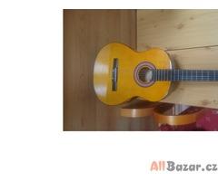 Nová akustická kytara s ladičkou a obalem