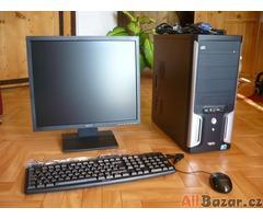 Počítač INTEL s LCD monitorem