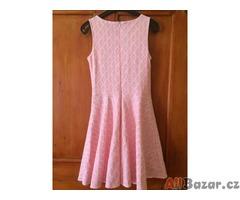 Krajkové dívčí šaty