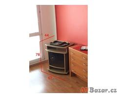 TV stůl s hodinami na skleněné desce