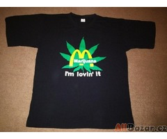 Černé triko s veselou aplikací