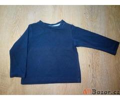 Tmavě modré triko s dlouhým rukávem
