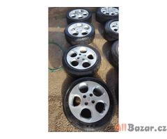 sada alu kola Kia s pneu Hankook optimo 4x100 5.5jx15 et46 175/50 r15 pneu 60% v