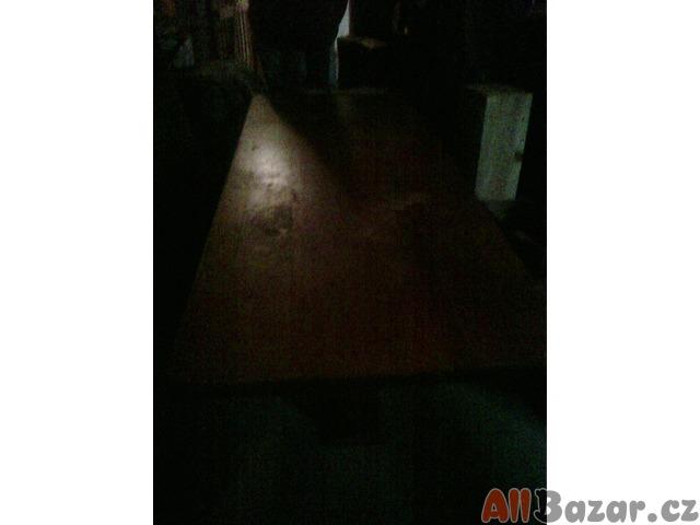 masívní  stůl