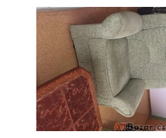 Sedaci souprava s pohovkou a stolkem