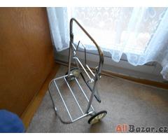 chromovaný vozík