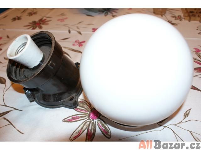 Vodotěsné svítidlošikmé+závitové stínidlo