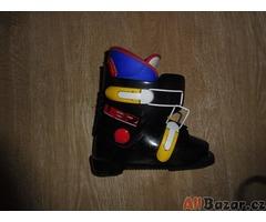 Prodám dětské lyže s botama