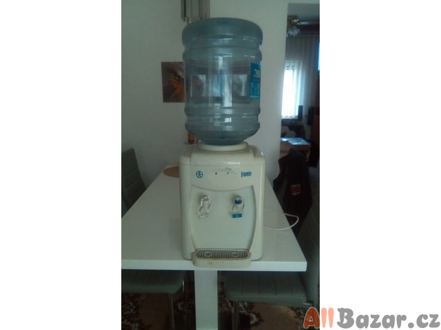 Chladící box na pitnou vodu