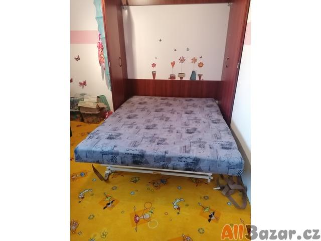 Vestavěná postel