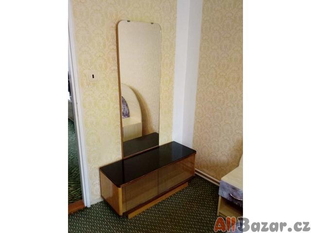 Toaletní skříňka se zrcadlem