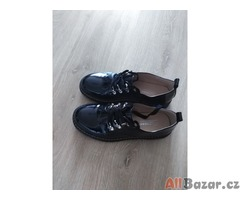 Dámské lakované boty