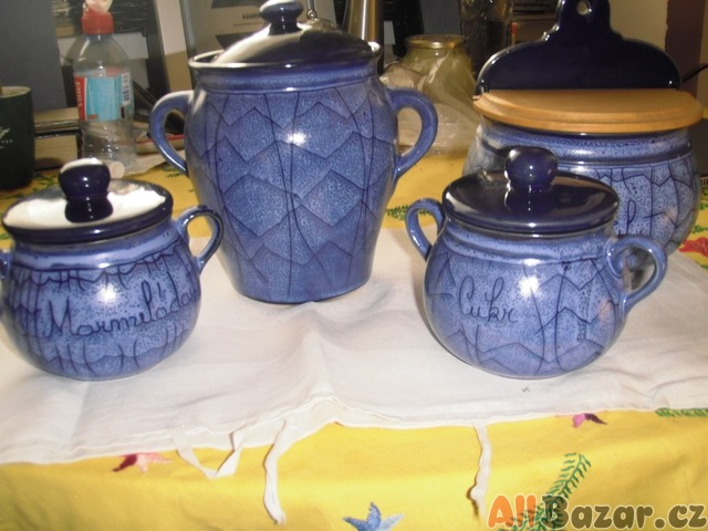 modrá keramika