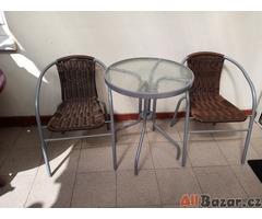 stolek + 2 křesílka na balkon  či zahraádku