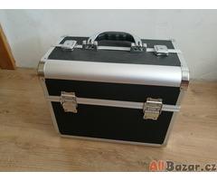 Kadeřnický kufr