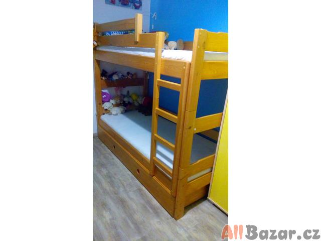 Dřevěná dvoupatrová postel,lze rozdělit