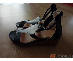 Letní nové sandály na platformě