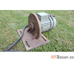 Přírubový asynchronní motor 370 W