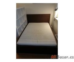 Stylová postel k prodeji