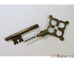 vývrtka klíč