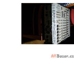 zvuková aparatura (zesilovaci mix pult)