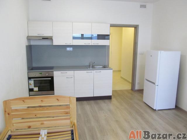 Pronájem byt 1+kk s terasou 20 m2, P-10