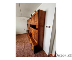 Bytelná rustikální obývací stěna