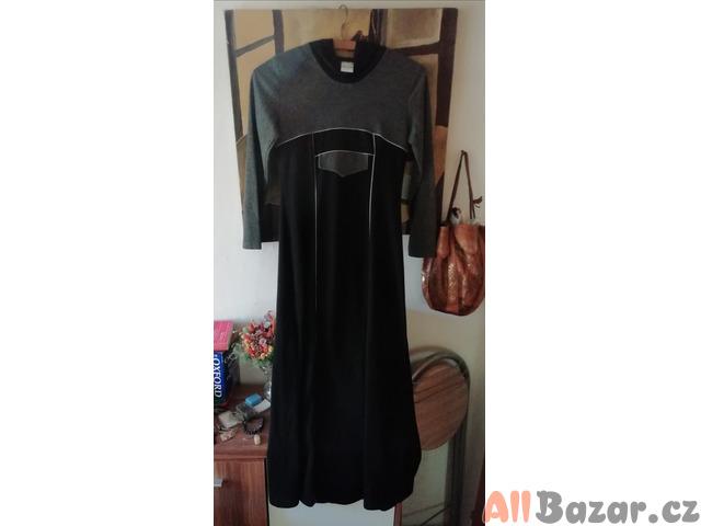 Dlouhé bavlněné šaty s kapucí