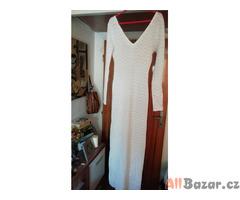 Dlouhé šaty z přízové či bavlněné krajkoviny