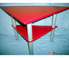 Moderní rohový dřevěný stolek IKEA