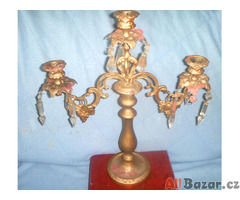 Starožitný mosazný svícen s přívesky