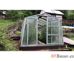 Prodám chatu se zahradou