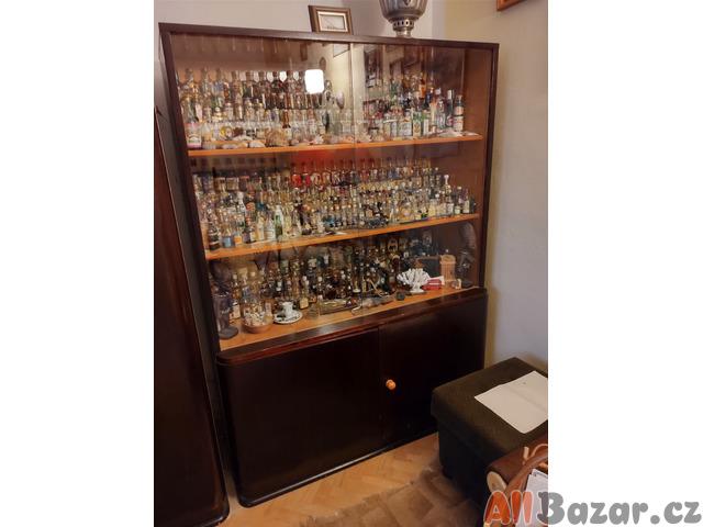 Starožitný nábytek, skříň, se šuplíky